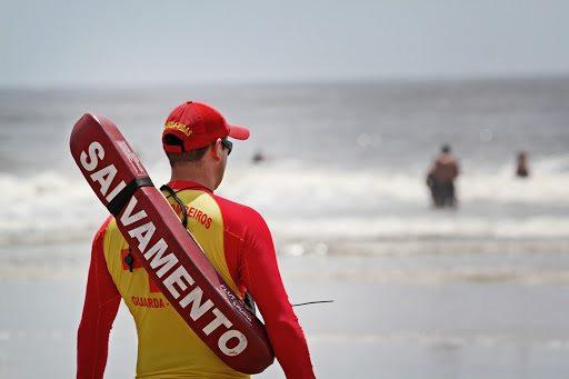 salva vidas na praia